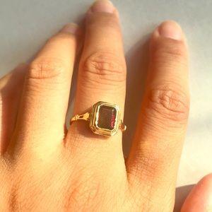 Gorgeous 18k solid gold garnet cut gem ring